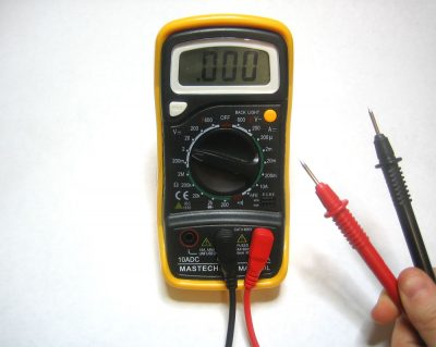 """In the shop with Mr. A""  –  Voltage Drop Testing"